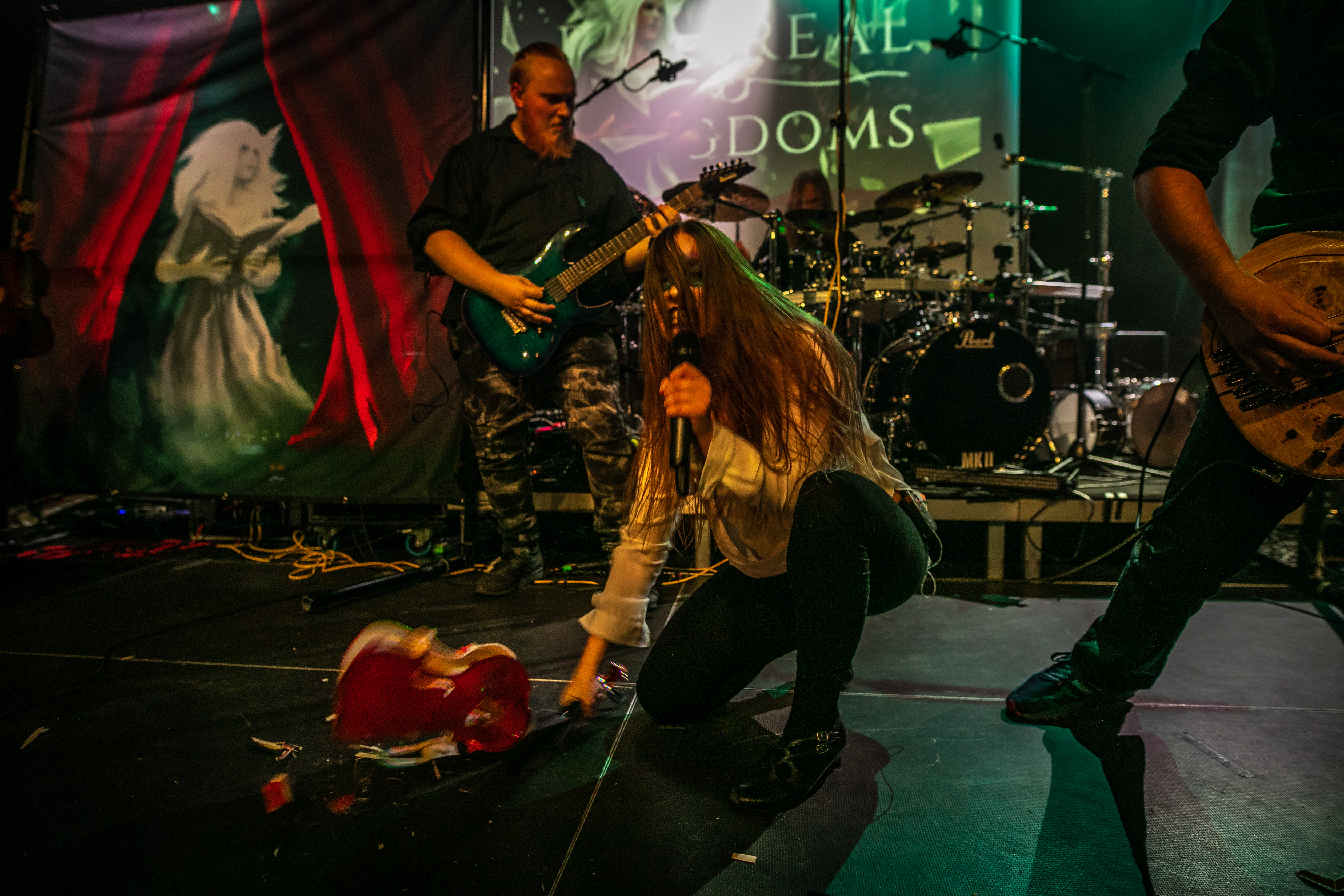 Ethereal Kingdoms live with finntroll. Sofia Schmidt destroying a violin on stage.