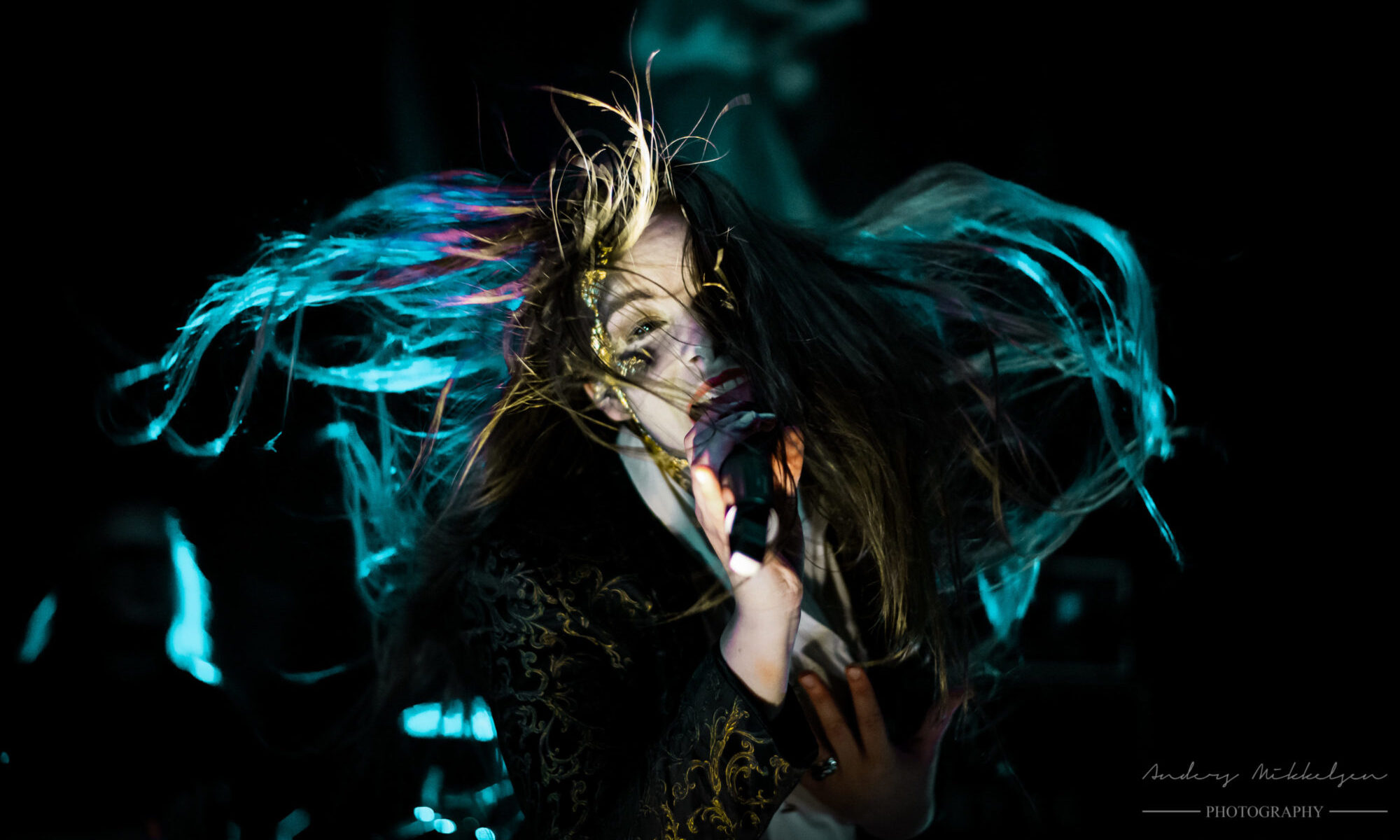 Ethereal Kingdoms live review by metaladay.dk. Sofia Schmidt singing on stage at copenhagen metal fest 2019